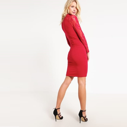 jakie-dodatki-do-czerwonej-sukienki