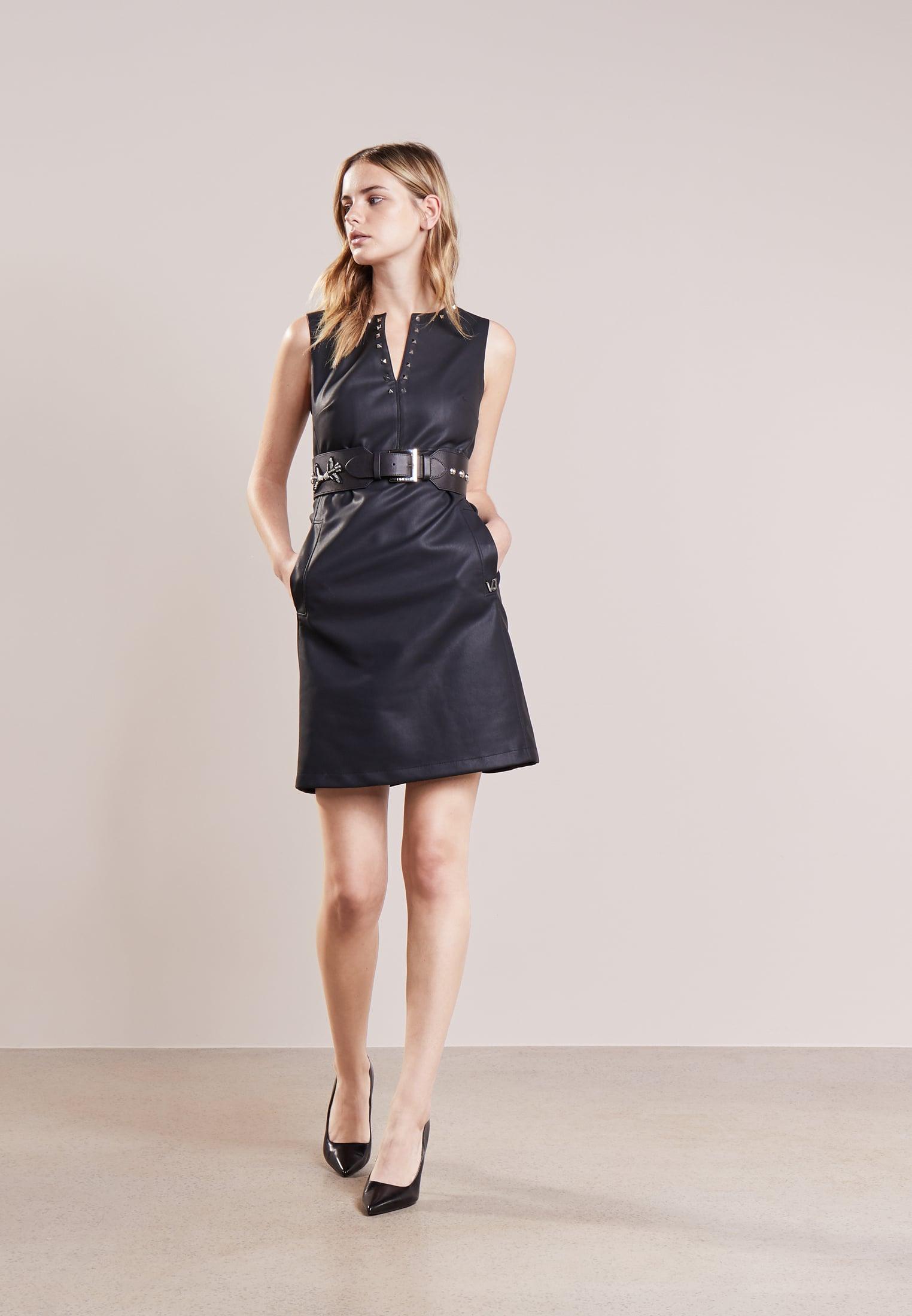 czarna skórzana sukienka koktajlowa na sylwestra