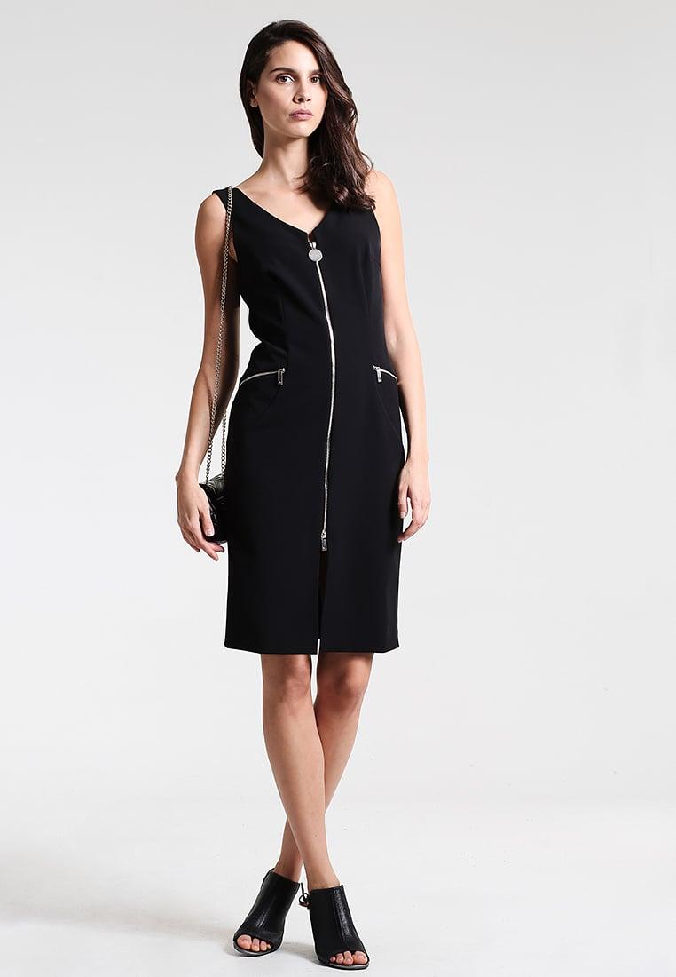 czarna sukienka sylwestrowa na ramiączkach