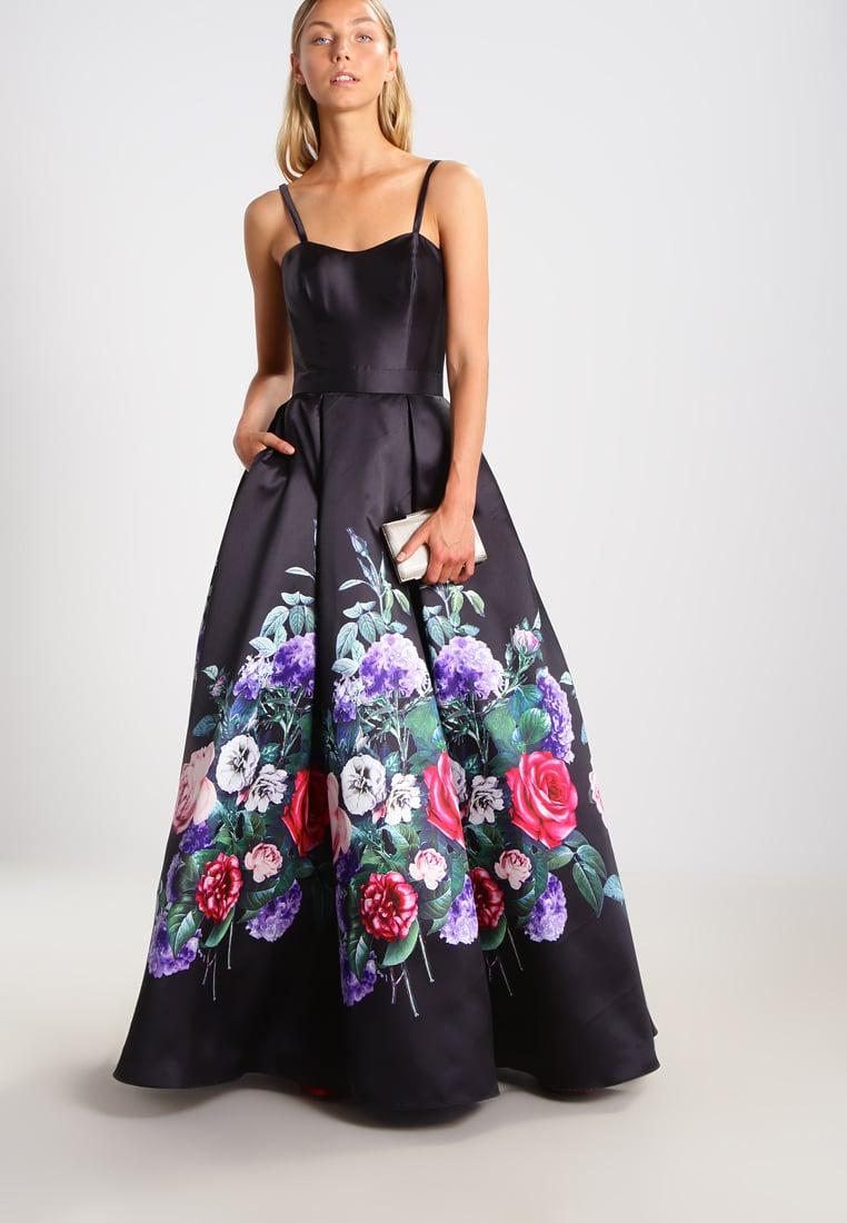 czarna suknia sylwestrowa w kwiaty