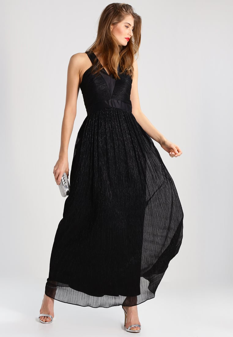 długa czarna suknia sylwestrowa